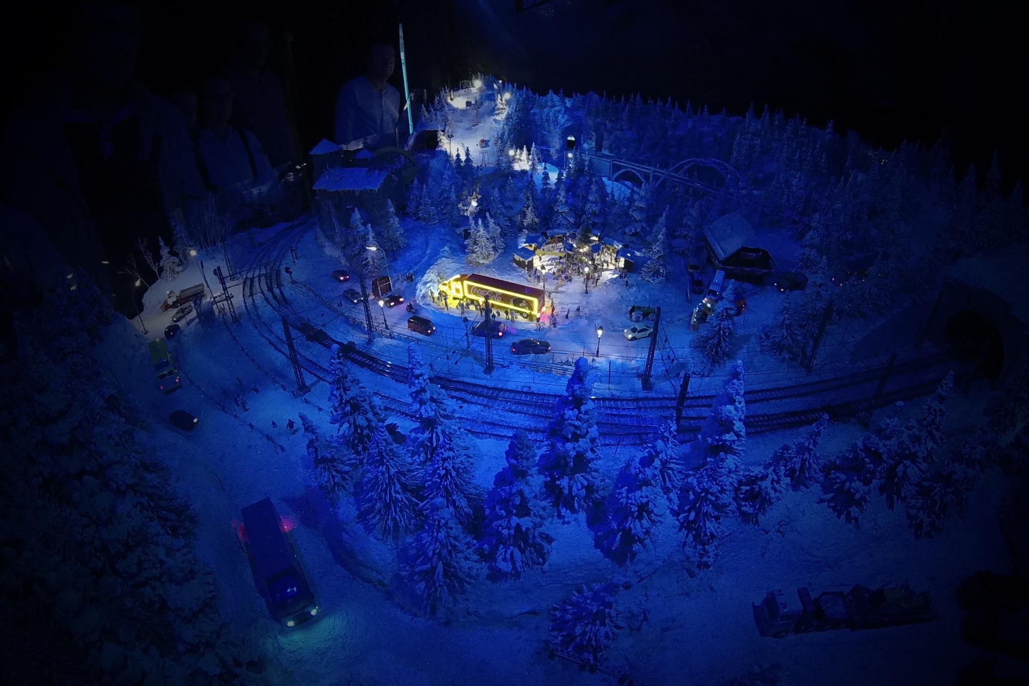 In der Winter-Wunderwelt vom 1. Salzburger Modelleisenbahn Club. Eigenes Foto/Anlage SMEC
