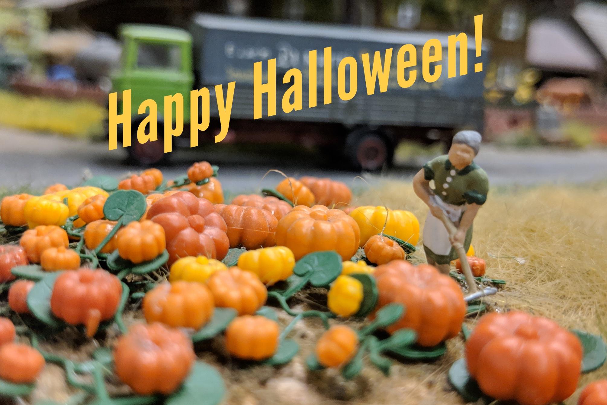 """Bauerin mit Kürbissen. Schriftzug """"Happy Halloween!"""". Eigenes Foto und Bildbearbeitung"""
